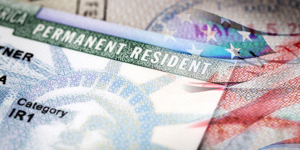 принять участие в розыгрыше Грин-карты (Green Card) или попробовать получить гражданство одной из стран Европейского союза, участвующих в программе Visa Waiver
